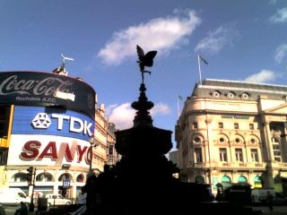 London - Piccadilly Circus.jpg